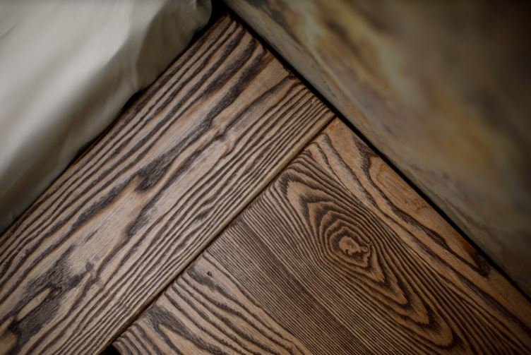 Dřevo postel